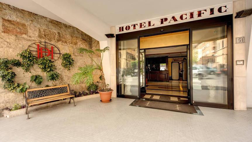 Voorzijde Hotel Pacific