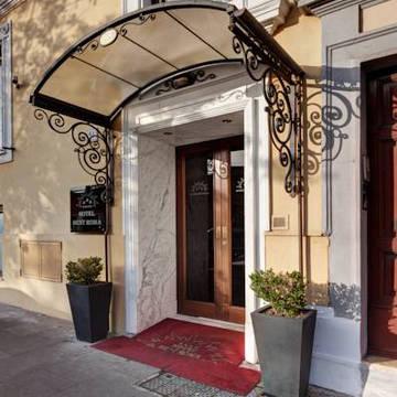 Ingang Hotel Best Roma