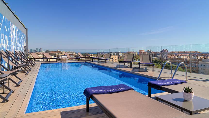 Buitenzwembad Hotel H10 Marina Barcelona