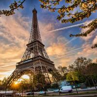 Eiffeltoren, op ca. 40 minuten reizen met het ov vanaf uw hotel!