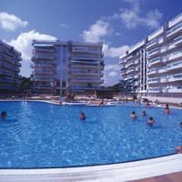 Gebouwen en zwembad