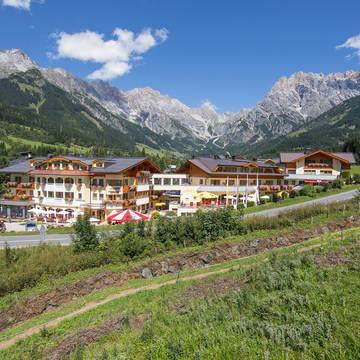 Voorkant hotel Berg en Spa Hotel Urslauerhof