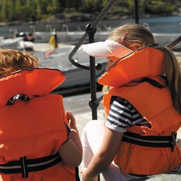 Kinderen met zwemvest Farsund Resort