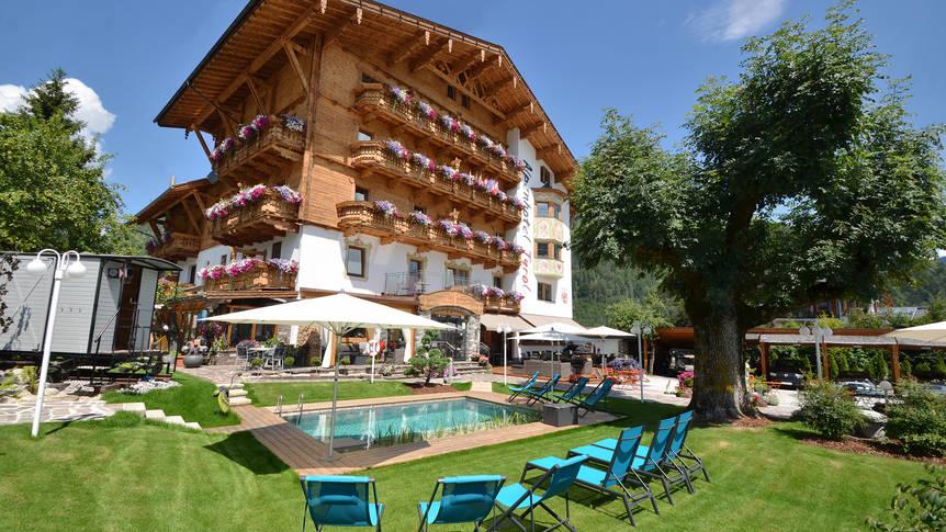 Achteraanzicht Alpenhotel Tyrol
