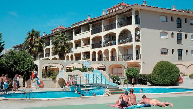 gebouw en zwembad Appartementen Jardines del Mar