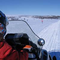 Onderweg tijdens sneeuwscootersafari