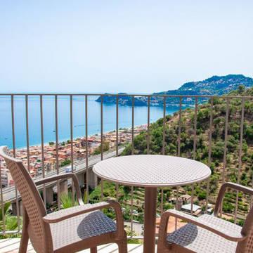 Balkon met zeezicht Hotel Antares