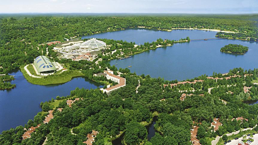 Luchtopname Vakantiepark Center Parcs De Vossemeren