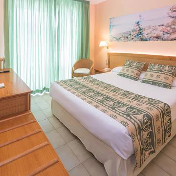 Voorbeeld kamer Hotel GHT Oasis Tossa & Spa
