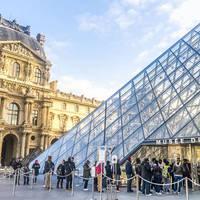 Louvre op ca. 13 minuten reizen met de metro vanaf het hotel!