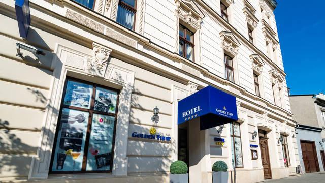 Voorzijde Hotel Golden Tulip Krakow City Center