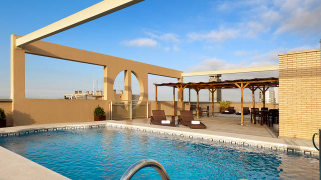 Dakterras met zwembad Hotel Eurostars Gran Valencia