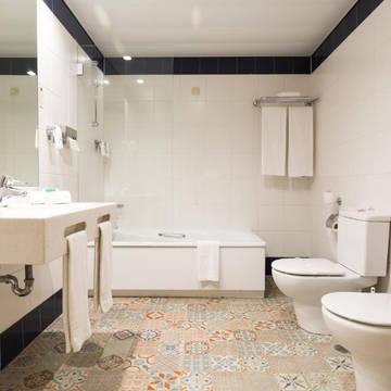 Badkamer Hotel Legendary Porto (voorheen Quality Inn Praca da Batalha)