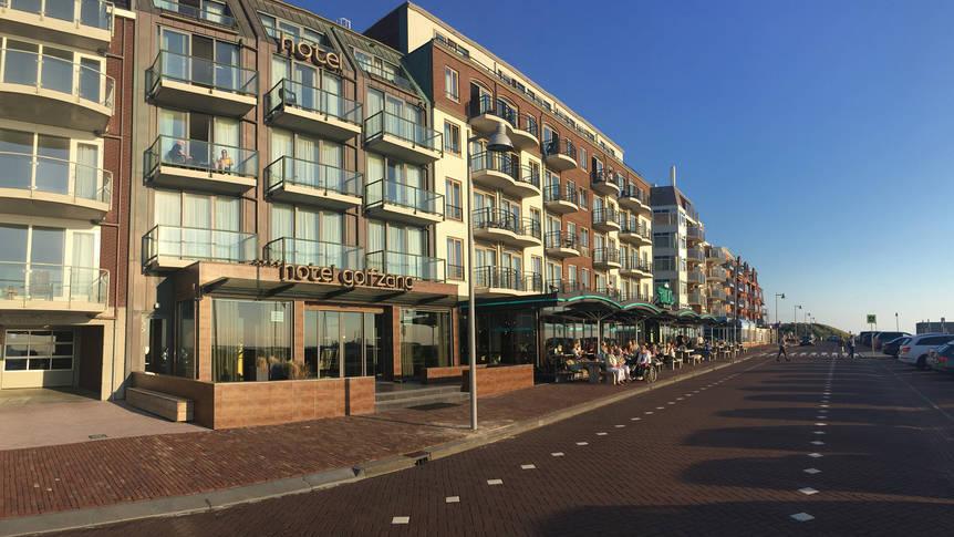 Buitenaanzicht Strandhotel Golfzang