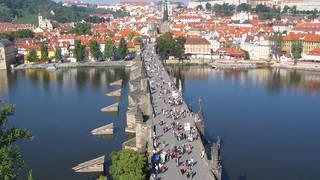 Praag - Karelsbrug met op de achtergrond de burcht
