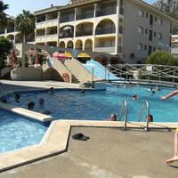 zwembadzone en gebouw