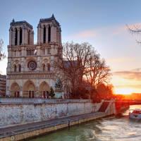 Notre Dame, op ca. 20 minuten reizen met de metro vanaf het hotel!
