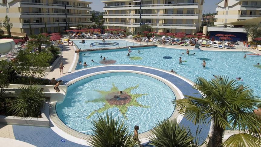 Zwembad Villaggio Planetarium Resort
