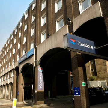 Voorzijde Hotel Travelodge Kings Cross Royal Scot