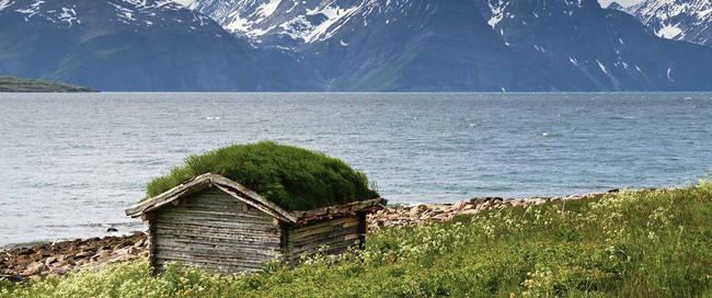 Huisje aan het fjord