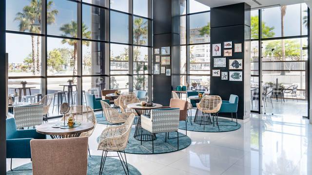Lobby Hotel Vincci Malaga