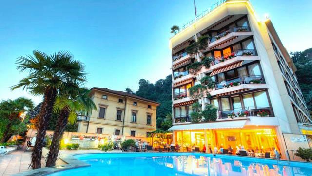 Hotel Delfino - zwembad Hotel Delfino