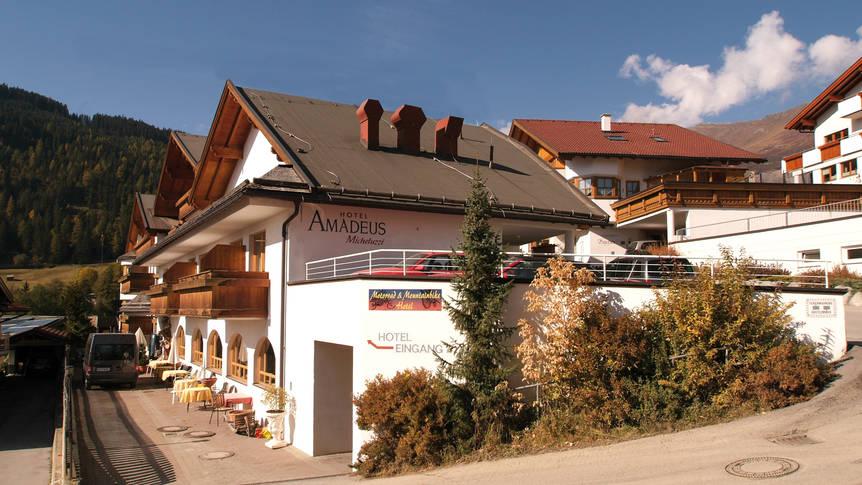 Exterieur zomer Hotel Amadeus Micheluzzi