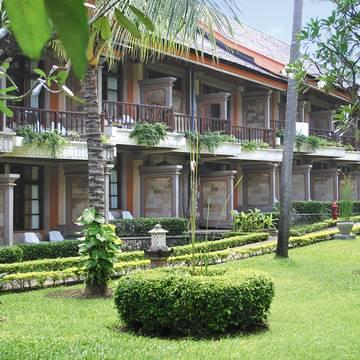 Gebouw met kamers The Jayakarta Bali