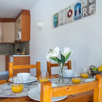 Voorbeeld keuken en zithoek Appartementen Treumal Park