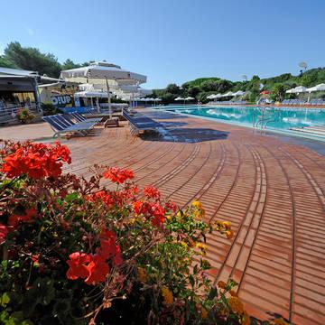 Zwembad 2 Villaggio Riva degli Etruschi