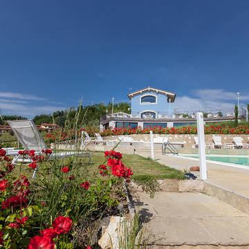 Zwembad met tuin Appartementen Villa Casagrande