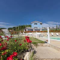 zwembad met tuin - Fattoria Casagrande