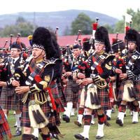 Schotse Bagpipe Band bij Braemar