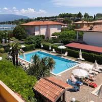 La Quiete Park Hotel - zwembad en uitzicht op meer
