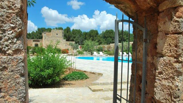 Ingang naar het zwembad Masseria Relais Santa Teresa