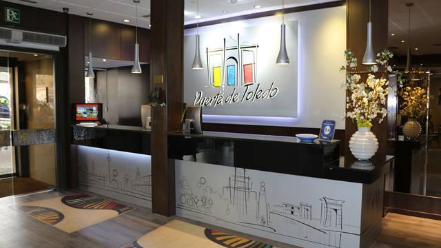Receptie Hotel Puerta de Toledo