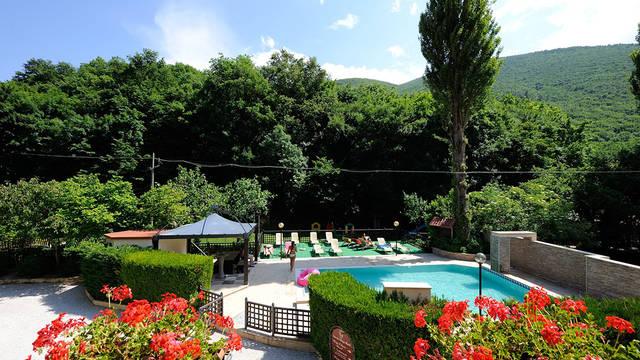 Tuin hotel Hotel Guesia Village