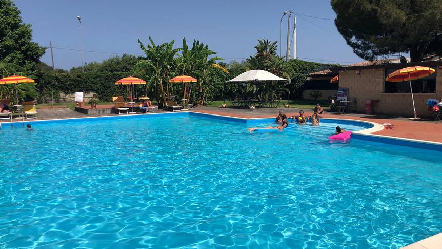 Buitenzwembad Villaggio Artemide