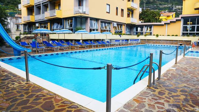 Buitenzwembad Hotel Residence San Pietro