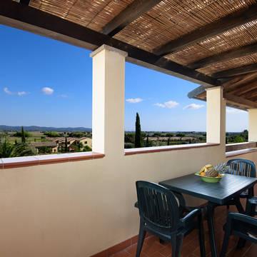 Uitzicht vanaf terras Vakantiepark Le Corti di Montepitti