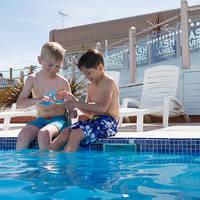 Kinderen in het zwembad