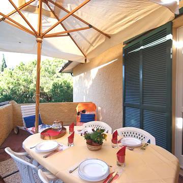 Voorbeeld terras Appartementen Golfo della Lacona