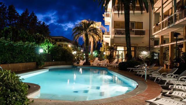 Zwembad Grand Hotel Tamerici & Principe
