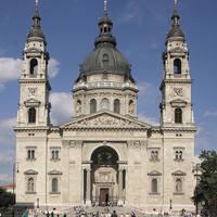 St. Stefanusbasiliek, op ca. 20 minuten loopafstand van hethotel!
