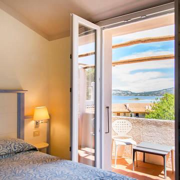 Voorbeeldkamer met balkon Blu Hotel Laconia Village