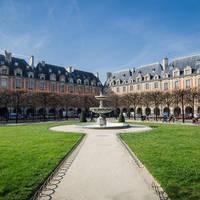 Place des Vosges, op ca. 15 minuten loopafstand van het hotel!