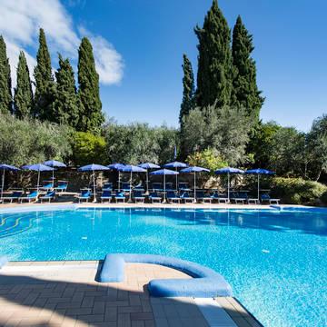 Zwembad 2 Hotel Villa Paradiso Village