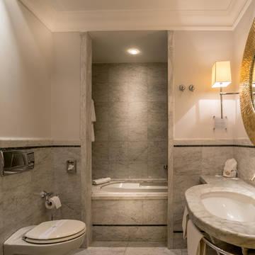 Badkamer Hotel Corona d'Oro
