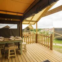 Lodge 3 chambres salle à manger terrasse Domaine du Pré