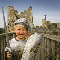 Jongen verkleed als ridder